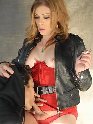 Hot Jasmine Jewels getting sucked while smoking