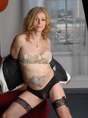 Hot TS mommy Jasmine Jewels teasing