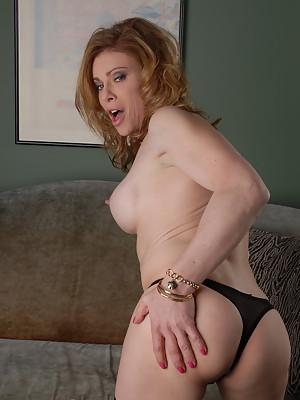 Naughty TMILF Jasmine Jewels in hot bj action