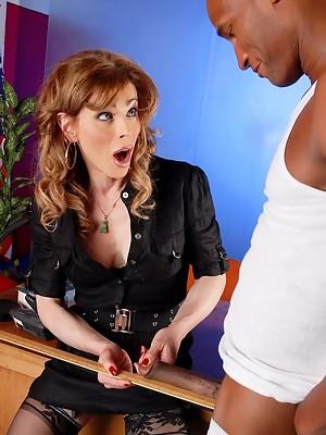 TS teacher Jasmine Jewels blowing a vast ebony cock
